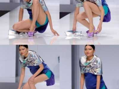 模特走秀线路图 长腿女模特T台走秀不慎摔倒的尴尬瞬间